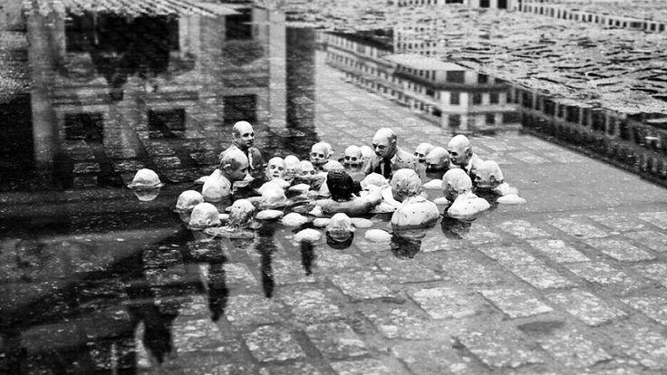 """49 Beğenme, 1 Yorum - Instagram'da Täglich ein Wort (@taglicheinwort): """"""""Küresel ısınmayı tartışan politikacılar"""" sergisi. İspanyol sokak sanatçısı Isaac Cordal…"""""""