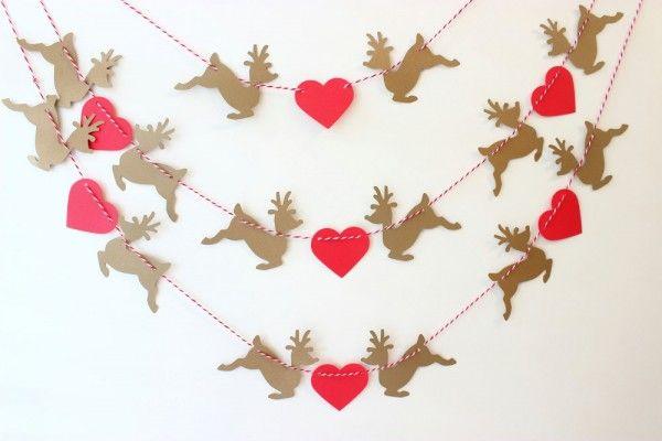 Guirlande pour la déco de Noël rennes et cœur  http://www.homelisty.com/deco-de-noel-2016-101-idees-pour-la-decoration-de-noel/