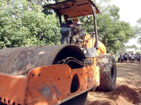 """Kampong Cham Provincial Governor H.E. Lun Lim Thay operates a bulldozer as a symbol while he was presiding over this morning the groundbreaking ceremony for the construction of a 17-kilometer gravel road at Koh Sotin district, Kampong Cham province."""