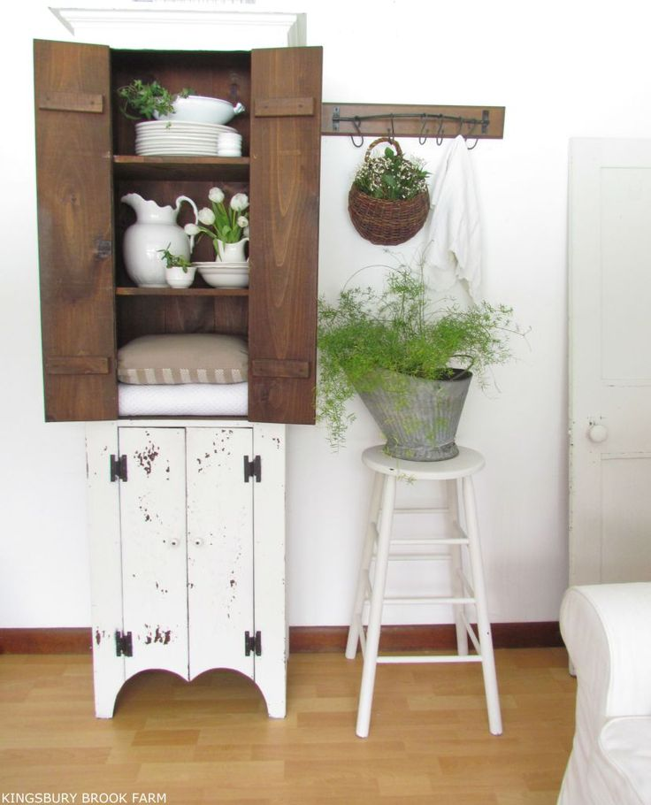 SPRING TOUCHES IN OUR LIVING ROOM - Kingsbury Brook Farm
