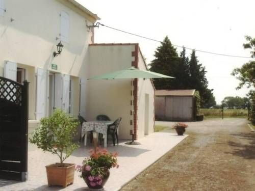 Gite Arthon Arthon-En-Retz Located in Arthon-en-Retz, this villa is 32 km from Nantes. The unit is 12 km from Pornic.  The kitchen is equipped with a microwave. Other facilities at Gite Arthon include a barbecue.