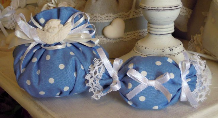 Favor leg cover with plaster angel perfume Mathilde M., polka dot cotton fabric.  Complete with 5 sugared almonds in PVC box.