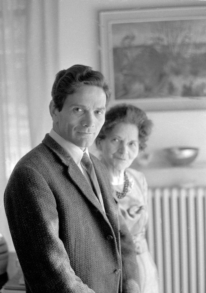 Pier Paolo Pasolini avec sa mère. début années 1960 © Mario Dondero | www.lajetee.it