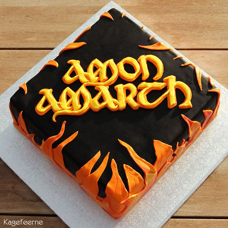 Dødsmetal-bandet Amon Amarch kage - Death metal band Amon Amarch cake