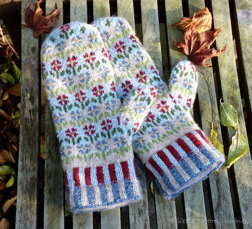 Am planning to make these mittens this year. Julie, like me, likes to knit on straights instead of dpn's. -sm