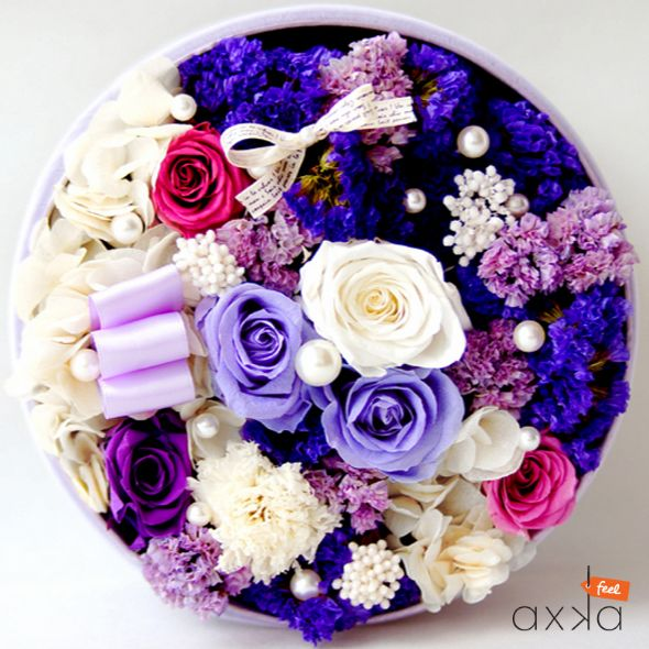 you don't have to dream of getting your dream girl when this box of preserved flowers are so affordable!