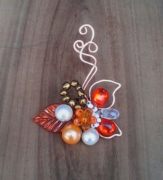 WARNA KEMARAU (wirecrafting brooch) material: artisticwire, artificial pearls, acrilic beads, etc.