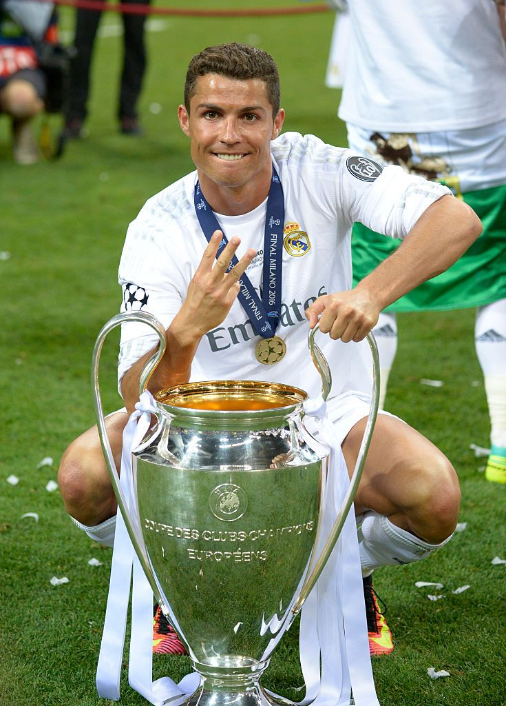 Milan Italy May 28 Cristiano Ronaldo Of Real Madrid Celebrates With The Trophy After The Uefa Champions Leagu Ronaldo Cristiano Ronaldo Ronaldo Real Madrid