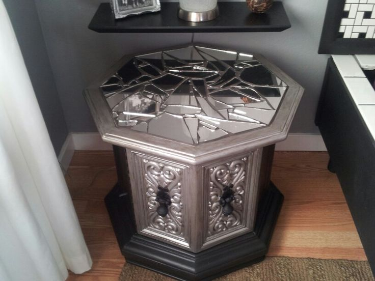 Chalk paint and broken mirror mosaic retro octagon end table redo.... Don't know about broken mirror but I do love the idea :)