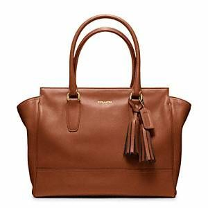 Classic handbag. Dying to get this!