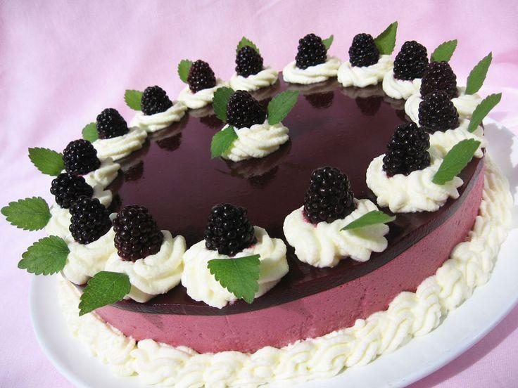Ez a torta az olvasók szavazatai alapján került be a Kifőztük magazin 6.számába . Friss, gyümölcsös ízű, nem túl édes torta, akár fagy...