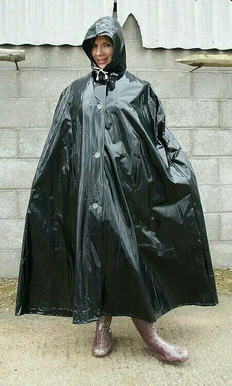 Black pvc | Cape | Rain wear, Raincoat jacket et Black ...