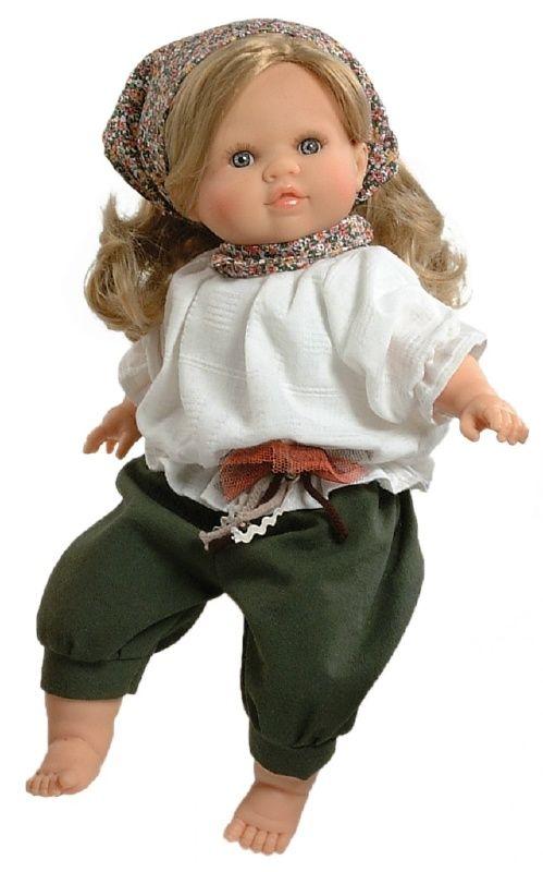 Confis pop van Paola Reina. De pop heeft een groene broek  en witte blouse aan okk draagt zij een hoofddoekje. Blonde haren. Heeft blauwe ogen en is 36 cm lang. Ook weer een prachtige pop van Paola Reina
