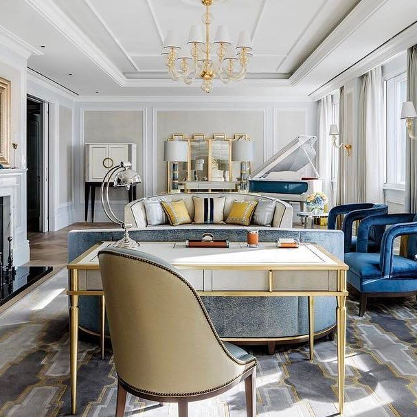 Isn't it great to see a hotel suite with some colour in it? The new Sterling Suite at the @langham_london is actually a suite that I would enjoy staying in.