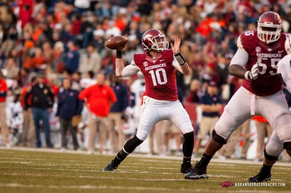 Razorback Football  @RazorbackFB  Brandon Allen #10 & the offense this spring. Allen looking much stronger ~ Check this out too ~ RollTideWarEagle.com sports stories that inform and entertain and Train Deck to learn the rules of the game you love. #Collegefootball Let us know what you think. #Arkansas #Razorbacks #Hogs