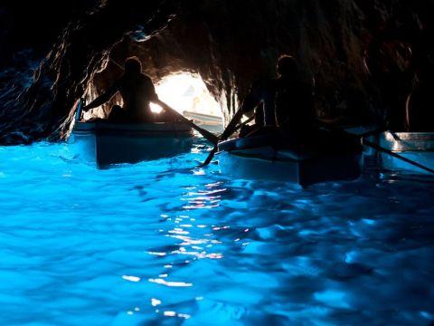 カプリ島・青の洞窟 | イタリアの観光・オプショナルツアー専門 VELTRA(ベルトラ)