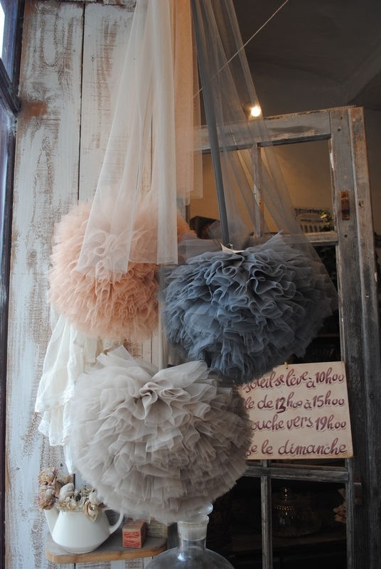 Love The Colors And Look Of These Tulle Pompoms! A Perfect Wedding  Decoration!