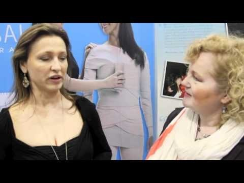 Helen Hodgson with Elana from Elana's Medi Spa in Kitsilano, Vancouver, BC talk about the Universal Contour Wrap at the Vancouver Aesthetic and Spa show.