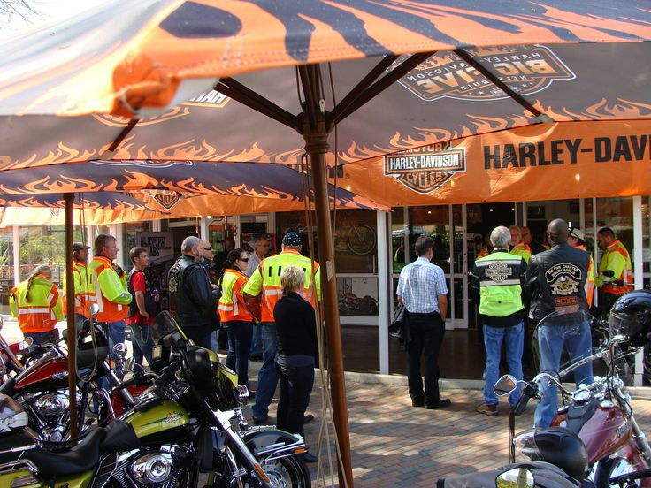 Great to see new faces and stalwarts taking to the road in a pack of 21 HOG's - Big Five Harley-Davidson