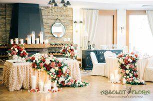 Декор зала цветочными раннерами