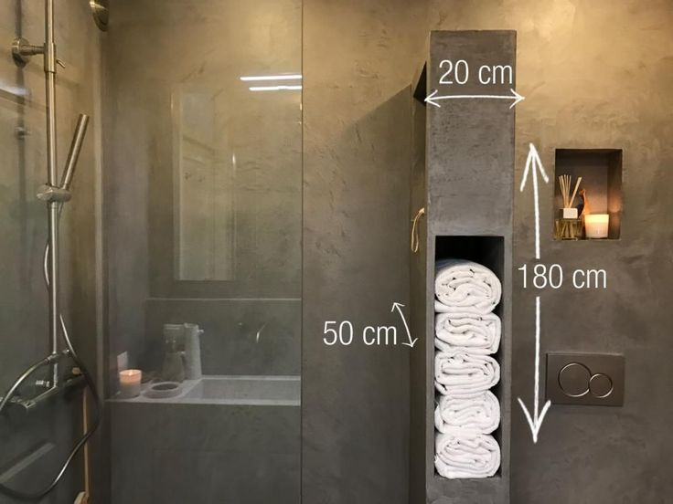 Deze chique kast bestaat uit meerdere vakken voor je handdoeken. Je maakt 'm van hout en werkt 'm af met een waterdichte stuclaag, waardoor 'ie die stoere betonuitstraling krijgt.