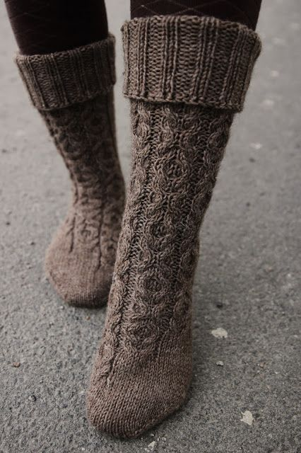 XOXO socks by Anna Johanna (free pattern)