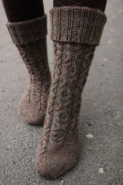 XOXO socks by Anna Johanna (free pattern)