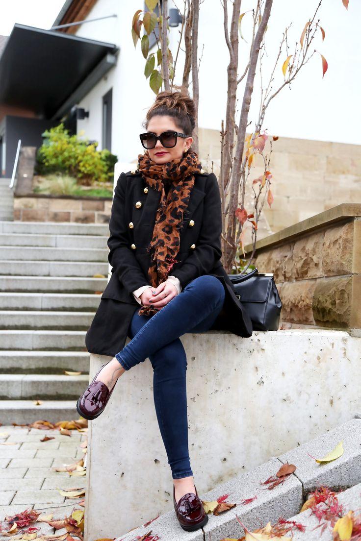 loafers: Sioux // coat: old (similar here/here/here/here/here) // blouse: Iro Paris // scarf: (similar here/here/here) // jeans: Pepe Jeans // sunglasses: Céline (similar here/here) // bag: Michael Kors via Sarenza // earrings: Tory Burch // rings: Pandora Ich genieße die letzten Tage des Herbstes mit all seinen schönen Facetten. Die wunderschönen Farben der Blätter und ein Herbs...
