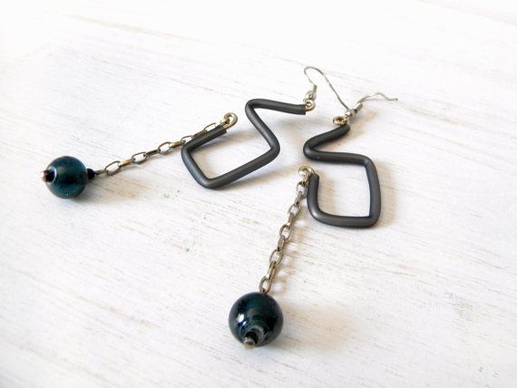 Grey geometric earrings rubber and chain by BlackRedDots on Etsy, $14.00