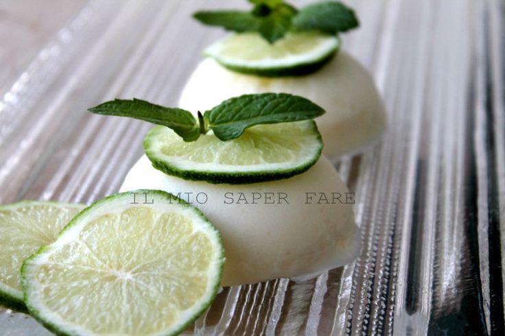 Semifreddo al limone ricetta estiva si prepara in pochissimo tempo, si conserva in congelatore ed è sempre pronto da servire e decorare.