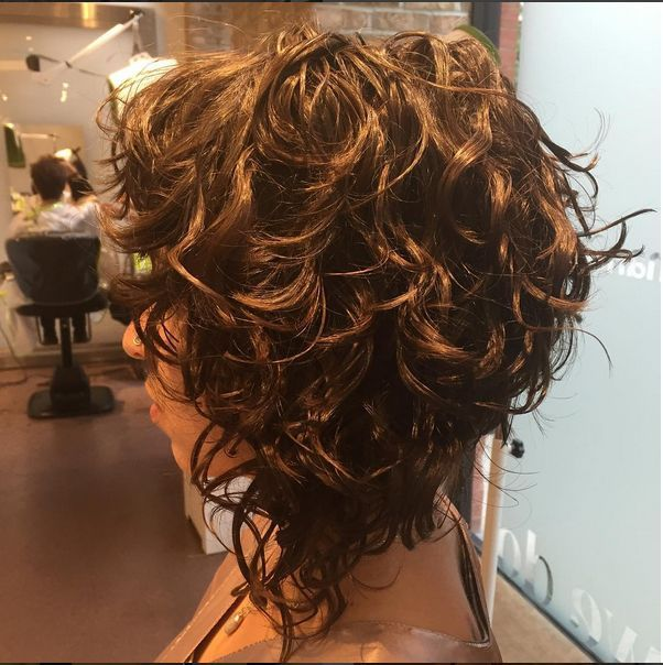 Resultado de imagen de Inverted Bob Curly Short Hair