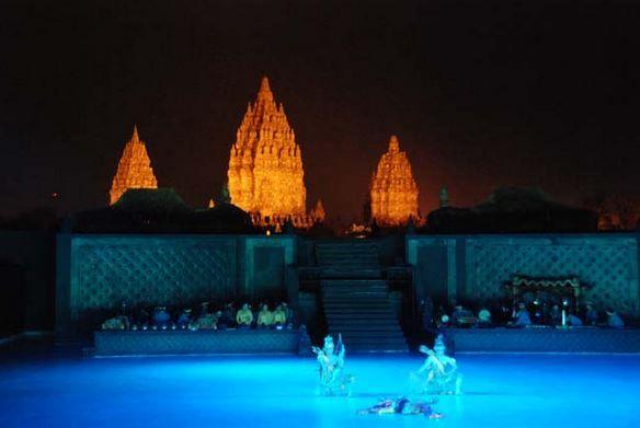 Opera and Show Ramayana Ballet in Prambanan Temple. Travel services and service between the Prambanan visit our website https://wiratourjogja.com/ or http://wiratourjogja.co.id/ and https://wiratourjogja.com/candi-prambanan/