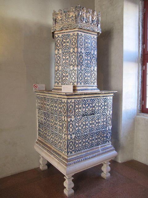 Stufa in maiolica 1737 Manifattura Trentina - Trento - Castello del Buon Consiglio