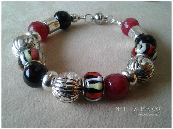 Argento tibetano, giada color rubino, onice nera e vetro