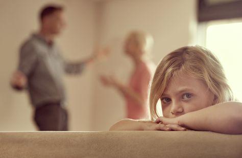 Zusammenbleiben wegen Kind? Das ist keine gute Idee! Was Du bei einer Trennung mit Kindern beachten solltest, verrät Dir Beziehungscoach Dominik Borde.