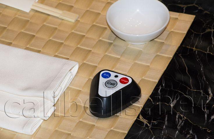 Фото Черная кнопка вызова R-133 RECS в интерьере ресторана Киев | callbells.net