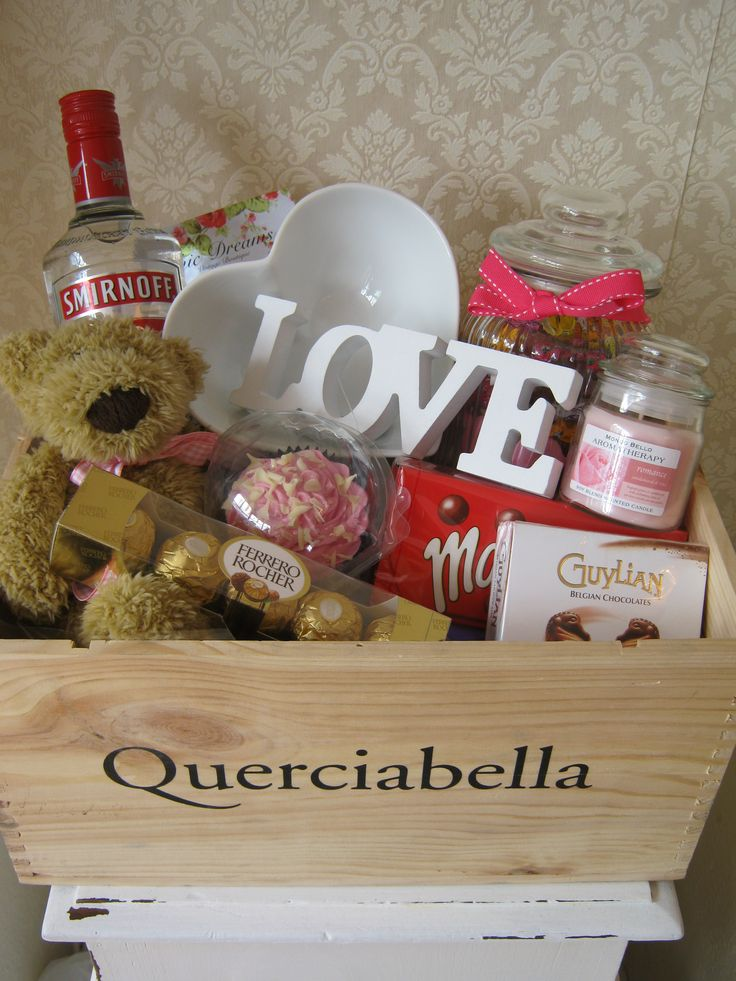 Personalised Birthday Hamper www.chic-dreams.co.uk