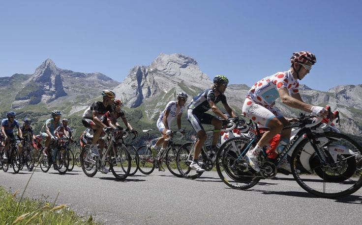 The polka dot of Fredrik Kessiakoff on the Col d'Aubisque  Picture: GETTY IMAGES