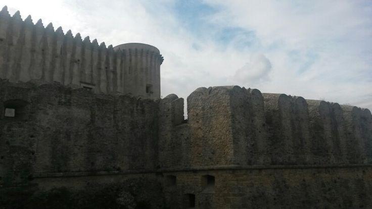 Castello di Santa Severina. Mura aragonesi. #calabria #crotone #TBnet