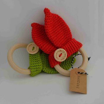 http://www.sabziel.nl/product-categorie/sabziel/bijtringen/ bijtring oortjes gehaakt made with love houten ring rood groen babyshowergift tandjes teething ring toy baby cadeau © Copyright SabZiel