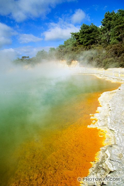 Wai-O-Tapu, certainement la réserve thermale la plus colorée de Nouvelle-Zélande.