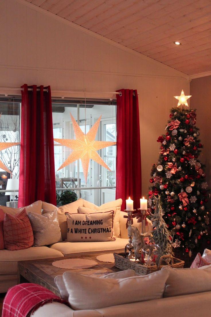 Lindevegen Zu Weihnachten werden die Vorhänge und Kissen rot. Schnelle Verwandlung. Und sooo schön!!
