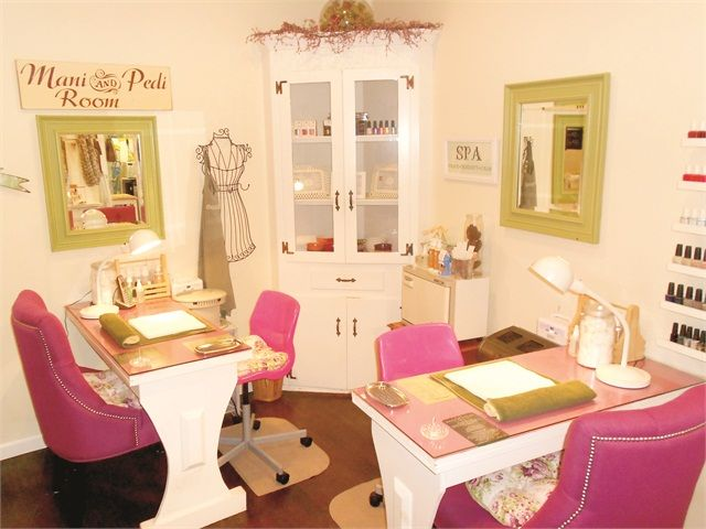 Best 25 nail room ideas on pinterest home nail salon for Beauty manicure table