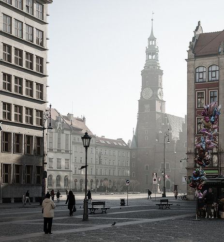 Early birds...#marketsquare in the #moring in #wroclaw #poland #townhall