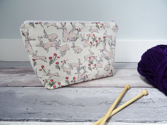 Beautiful interchangeable knitting needle case, suitable for storing 5 interchangeable needle tips. The knitting needle case would make a great gift