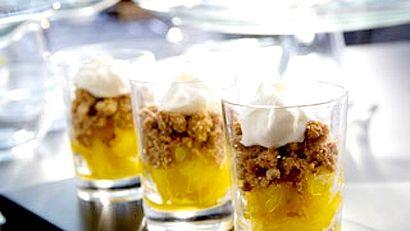 Crumble aux pacanes, poêlée d'ananas à l'érable et à l'anis étoilé, crème fraîche de Patrice Demers