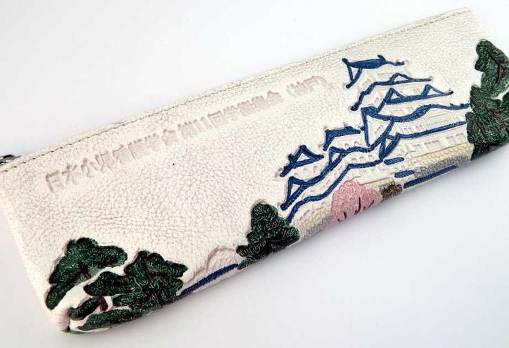 日本小児看護学会第11回学術集会(2001年7月)のときのお礼の粗品は,姫皮のペンケースでした.
