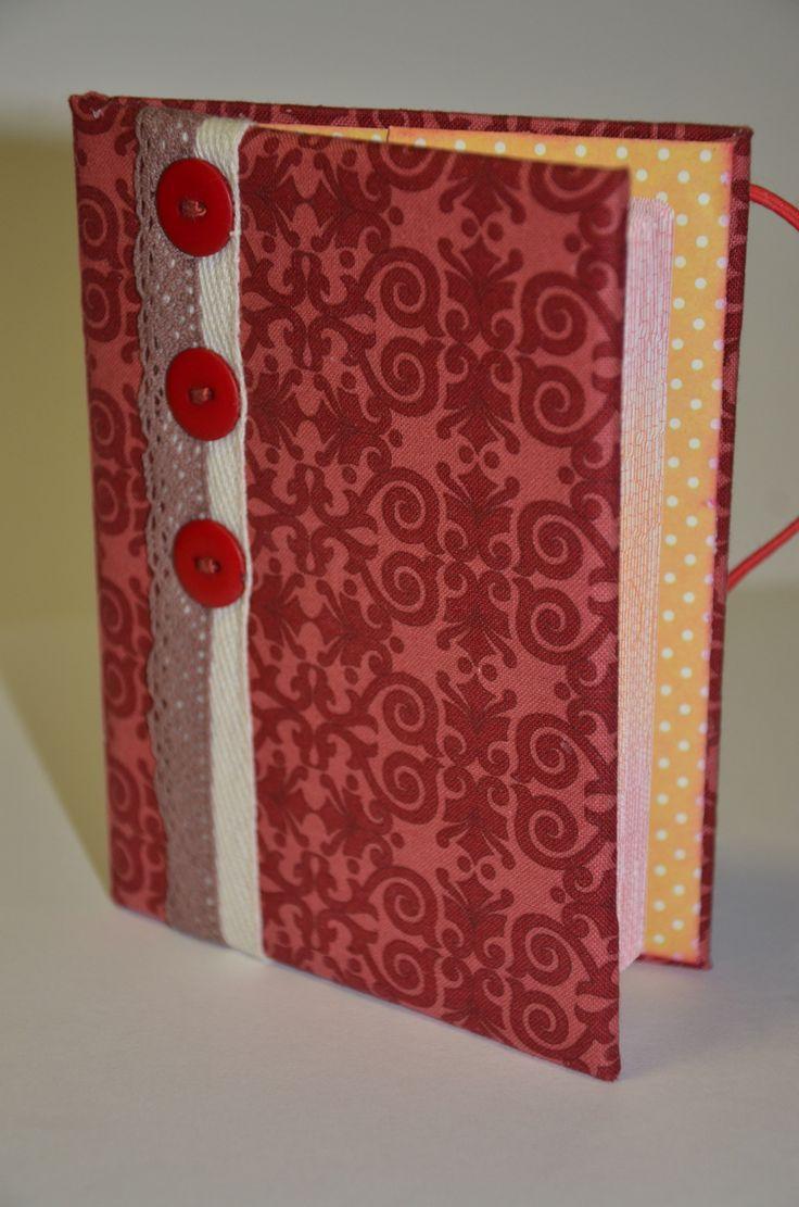 Обложка для паспорта. Выполнена из плотного картона, обтянута хлопком, закрывается на резинку, внутри кармашки для паспорта из скрапбумаги