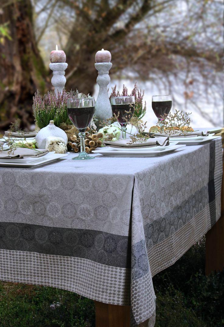 jacquard tischdecke von sander jacquards im franz sischen stil von sander pinterest suche. Black Bedroom Furniture Sets. Home Design Ideas