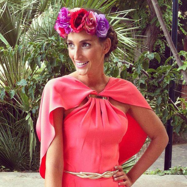 tendencia: vestido con capa para invitadas de boda. Alquila ya tu vestido en www.lamasmona.com